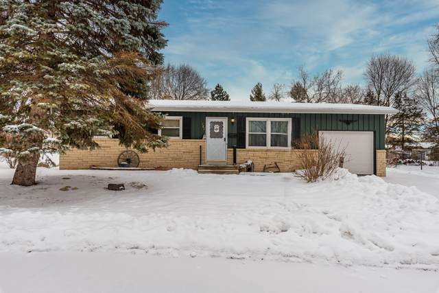 723 Pleasant Dr, West Bend, WI 53095 (#1724848) :: Tom Didier Real Estate Team