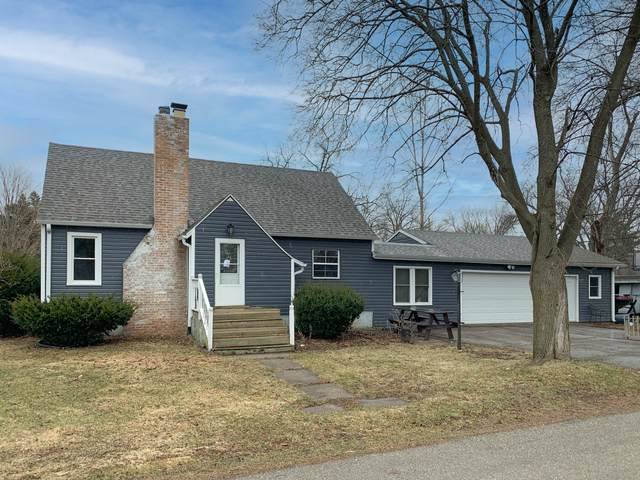 402 Cool St, Delavan, WI 53115 (#1731415) :: RE/MAX Service First