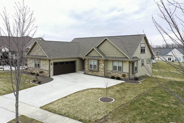 1522 Red Oak Dr, Hartford, WI 53027 (#1731824) :: RE/MAX Service First