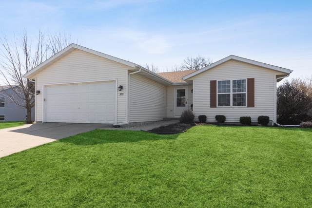 355 E Sunny Hill Dr, Elkhorn, WI 53121 (#1732612) :: RE/MAX Service First