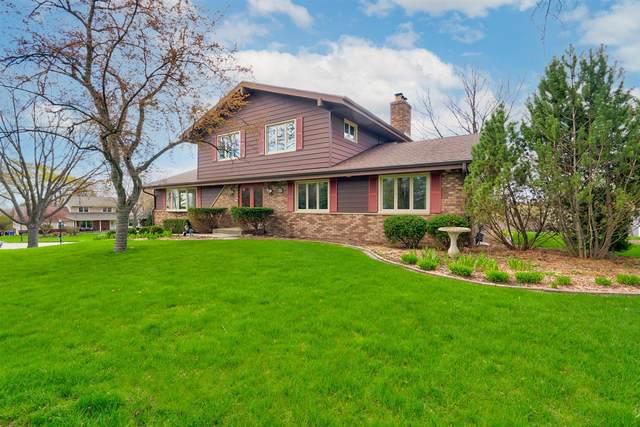 17985 Colline Vue Blvd, Brookfield, WI 53045 (#1735658) :: Tom Didier Real Estate Team