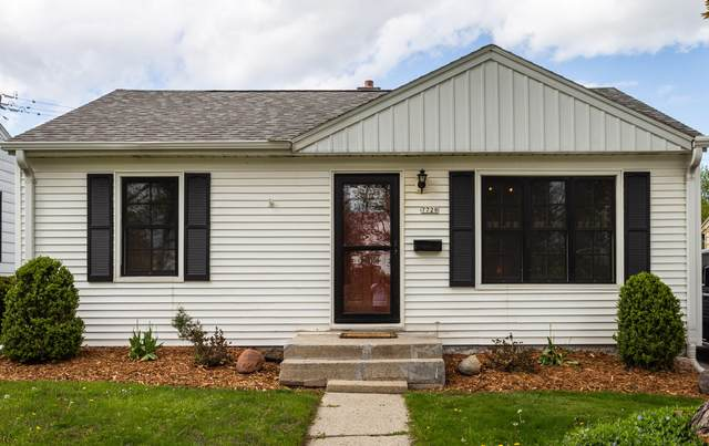7728 W Wright St, Wauwatosa, WI 53213 (#1737568) :: RE/MAX Service First