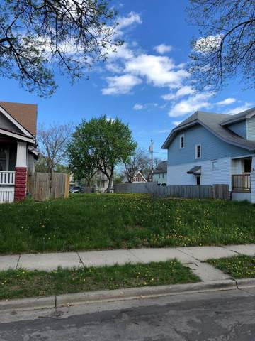 2866 N 36th St, Milwaukee, WI 53210 (#1739033) :: RE/MAX Service First