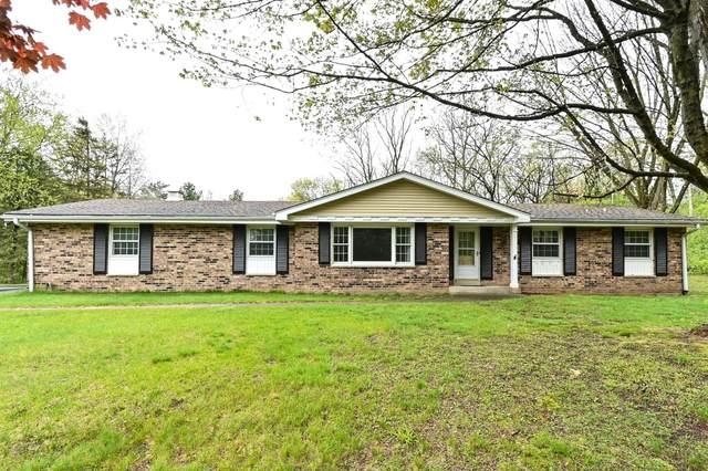 W336S4625 Drumlin Dr, Genesee, WI 53118 (#1739154) :: Tom Didier Real Estate Team
