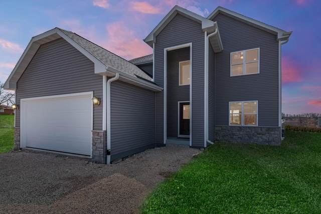 727 Imperial Ct, Hartford, WI 53027 (#1739684) :: EXIT Realty XL