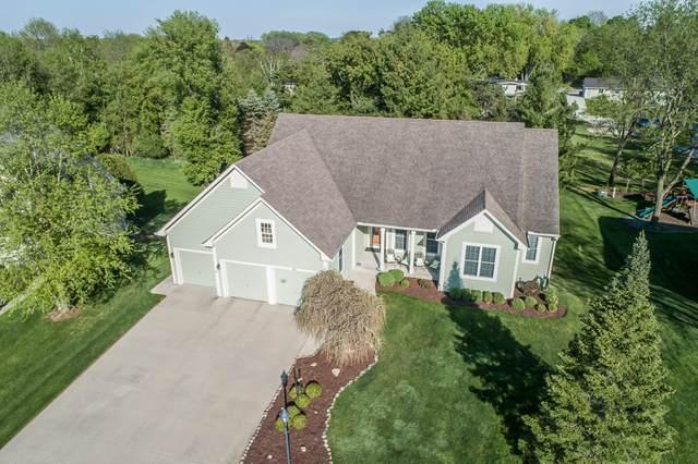 555 Cassie Lynn Ln, Oconomowoc, WI 53066 (#1741112) :: OneTrust Real Estate