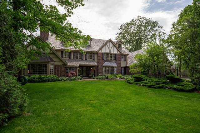 129 W Miller Dr, Mequon, WI 53092 (#1743759) :: EXIT Realty XL