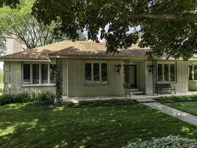 1820 Eastwood Ln, La Crosse, WI 54601 (#1746125) :: Tom Didier Real Estate Team