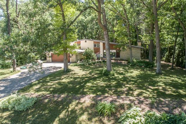 15205 Westover Rd, Elm Grove, WI 53122 (#1747267) :: RE/MAX Service First