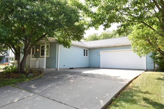 1001 W Finch Ln, Oak Creek, WI 53154 (#1747334) :: EXIT Realty XL