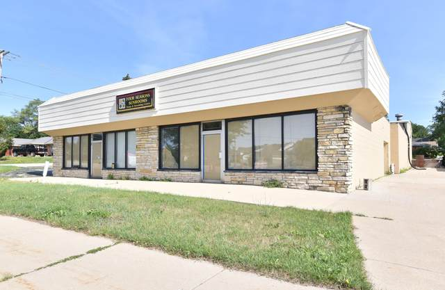 13198 W National Ave, New Berlin, WI 53151 (#1749780) :: EXIT Realty XL