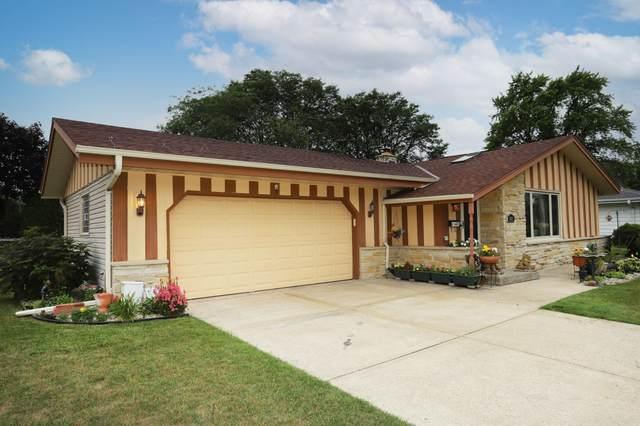 6103 Twin Oak Dr, Greendale, WI 53129 (#1751271) :: Keller Williams Realty - Milwaukee Southwest