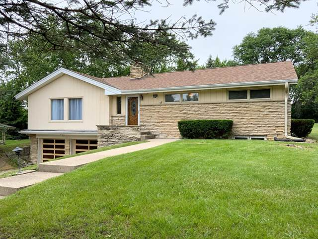 16960 Beverly Dr, Brookfield, WI 53005 (#1751821) :: EXIT Realty XL