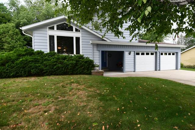 431 New Plat St, Addison, WI 53002 (#1753686) :: RE/MAX Service First