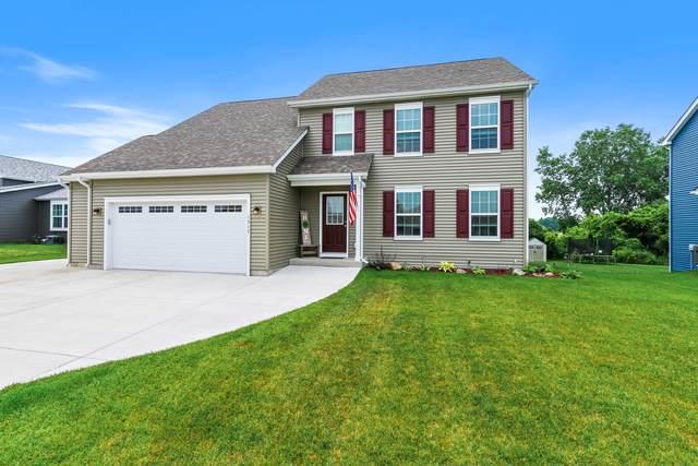 1317 E Longneedle Ln, Elkhorn, WI 53121 (#1753762) :: OneTrust Real Estate