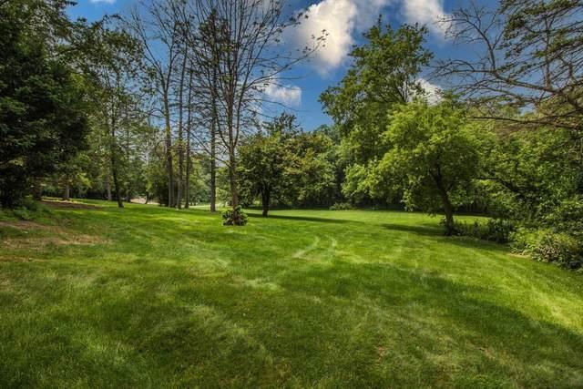 1400 Woodlawn Cir, Elm Grove, WI 53122 (#1753767) :: RE/MAX Service First