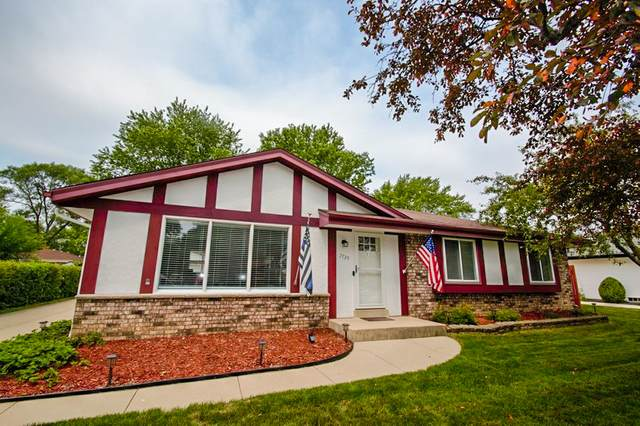 7739 S Quincy Ave, Oak Creek, WI 53154 (#1753869) :: RE/MAX Service First