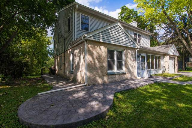17620 Bolter Ln, Brookfield, WI 53045 (#1758866) :: Tom Didier Real Estate Team