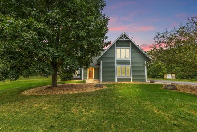 942 S Waterville Lake Rd, Summit, WI 53066 (#1760037) :: Re/Max Leading Edge, The Fabiano Group