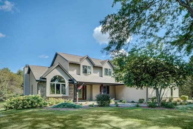 5486 E Overlook Cir, West Bend, WI 53095 (#1760908) :: EXIT Realty XL