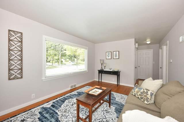 W59N720 Highwood Dr, Cedarburg, WI 53012 (#1761922) :: Tom Didier Real Estate Team