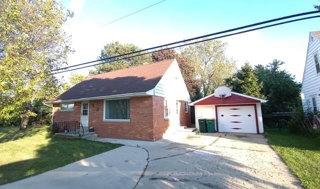 547 E Green Bay Rd, Saukville, WI 53080 (#1762567) :: Tom Didier Real Estate Team