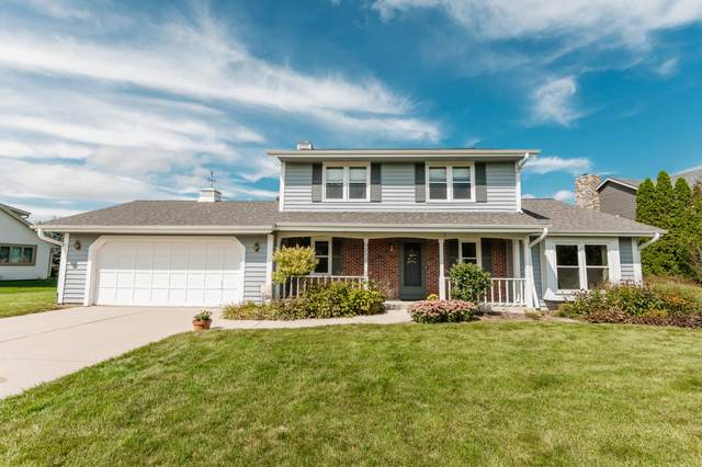 9212 W Stanford Ct, Mequon, WI 53097 (#1763776) :: OneTrust Real Estate