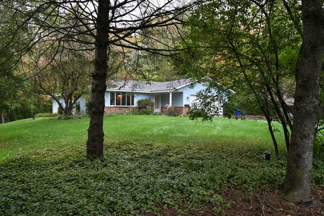 N62W37600 Parkview Dr, Oconomowoc, WI 53066 (#1767869) :: Ben Bartolazzi Real Estate Inc