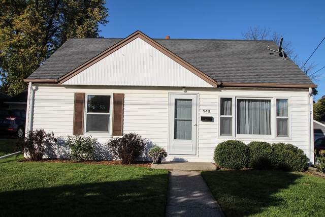 948 Harding Avenue, Waukesha, WI 53186 (#1768651) :: RE/MAX Service First