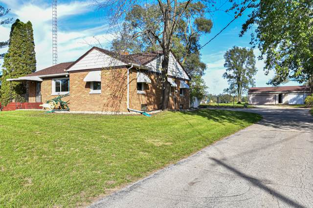 19010 County Line Rd, Yorkville, WI 53182 (#1768673) :: RE/MAX Service First