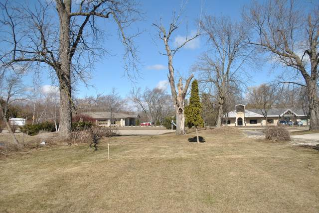7625 W Mequon Rd, Mequon, WI 53097 (#1564593) :: Tom Didier Real Estate Team