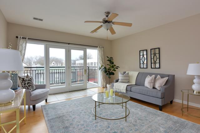 1717 E Kensington Blvd #303, Shorewood, WI 53211 (#1615962) :: Tom Didier Real Estate Team