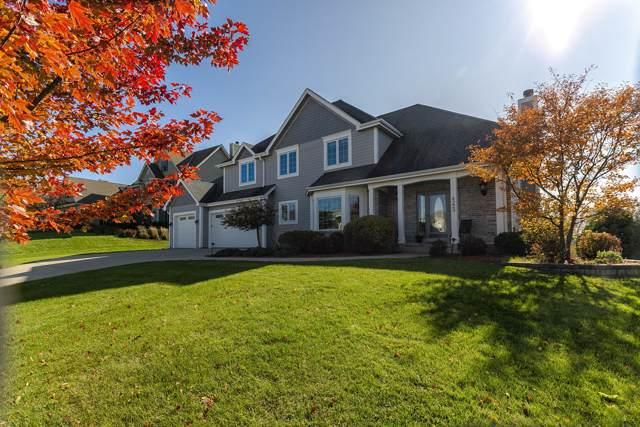 4223 Oakmont Trl, Waukesha, WI 53188 (#1659466) :: Tom Didier Real Estate Team