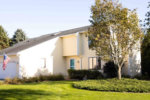 N59W35500 Sulky Ct, Oconomowoc, WI 53066 (#1664111) :: RE/MAX Service First Service First Pros