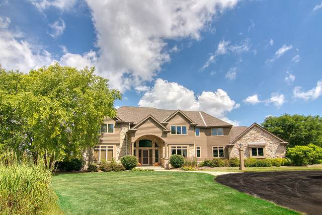 7010 W Ridgeview Dr, Mequon, WI 53092 (#1678040) :: Tom Didier Real Estate Team