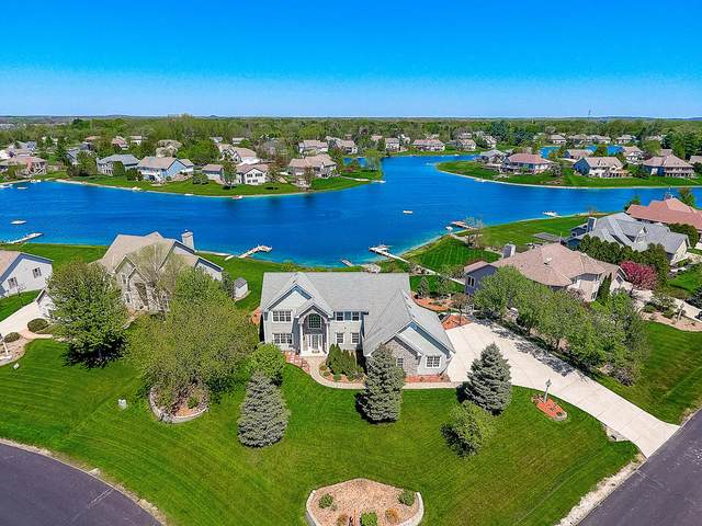420 Island View Ct, Dousman, WI 53118 (#1682054) :: RE/MAX Service First Service First Pros