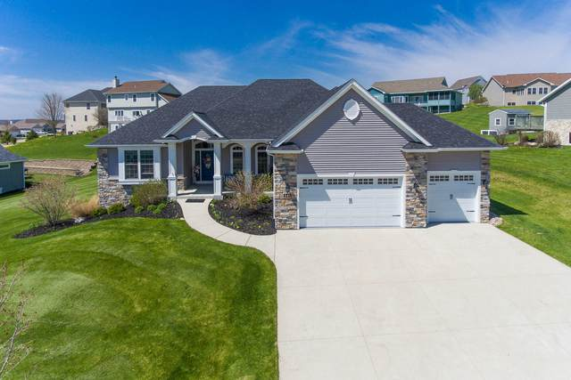 341 S Stone Ridge Dr, Lake Geneva, WI 53147 (#1687057) :: Tom Didier Real Estate Team