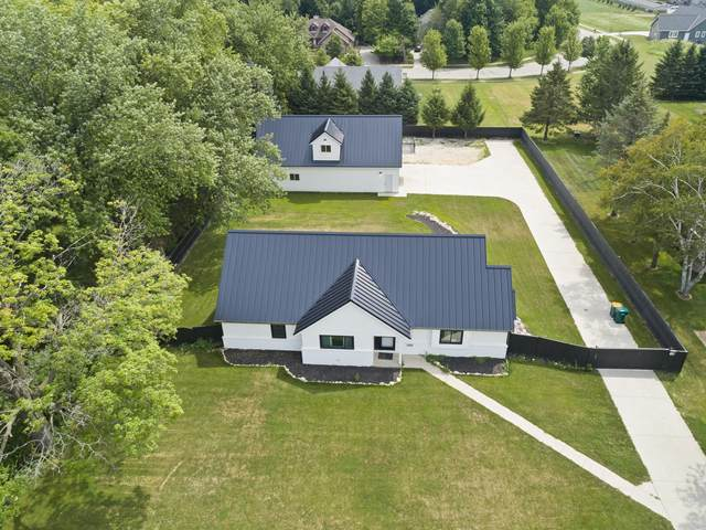 1560 Grand Ave, Hartford, WI 53027 (#1689680) :: RE/MAX Service First Service First Pros