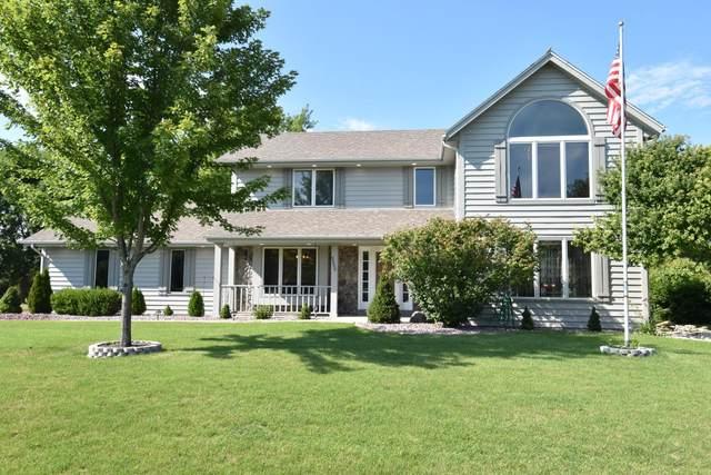 3330 E Normandy Dr, Oak Creek, WI 53154 (#1703967) :: Tom Didier Real Estate Team