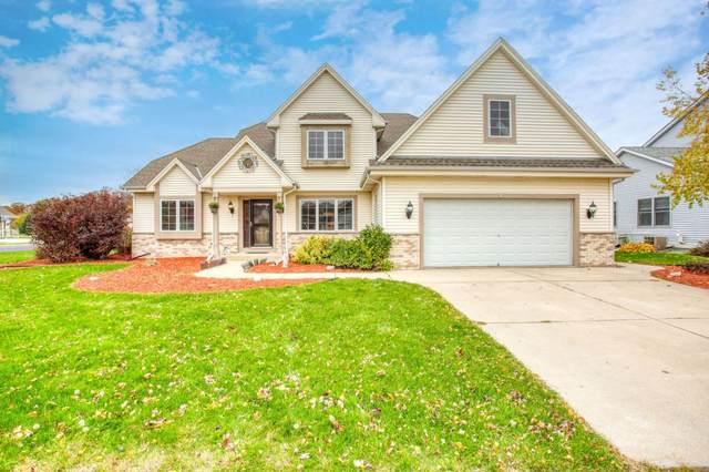 818 Aspen Dr, Hartford, WI 53027 (#1716088) :: Tom Didier Real Estate Team