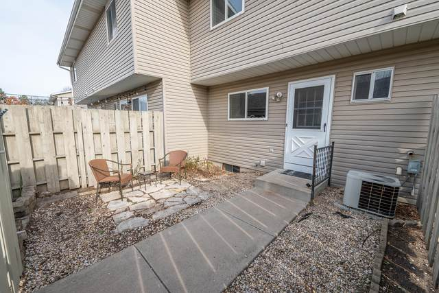 W163N11516 Windsor Ct, Germantown, WI 53022 (#1719091) :: OneTrust Real Estate