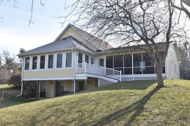 6652 Lakeside Rd, Lyons, WI 53147 (#1733279) :: RE/MAX Service First
