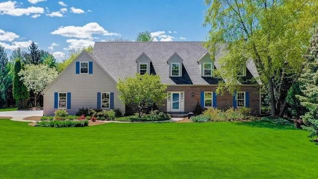 855 Willow Dr, Delafield, WI 53018 (#1737305) :: Tom Didier Real Estate Team