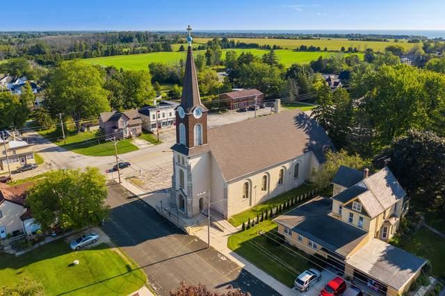 6098 Lake Church Rd, Belgium, WI 53004 (#1760903) :: EXIT Realty XL
