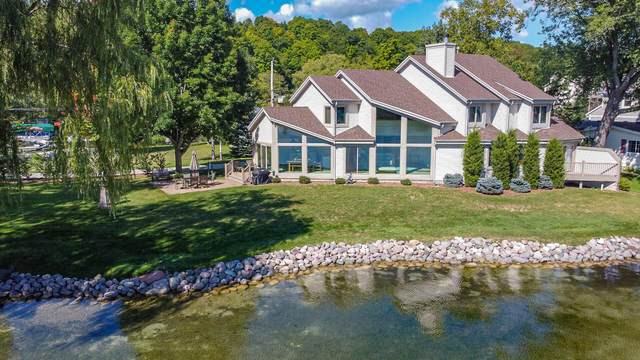 5512 Bauers Dr, West Bend, WI 53095 (#1763526) :: EXIT Realty XL