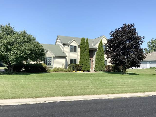 W138N6667 Manor Hills Blvd, Menomonee Falls, WI 53051 (#1768809) :: EXIT Realty XL