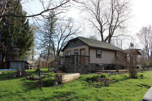 N6185 Crescent Pl, Spring Prairie, WI 53105 (#1613084) :: eXp Realty LLC