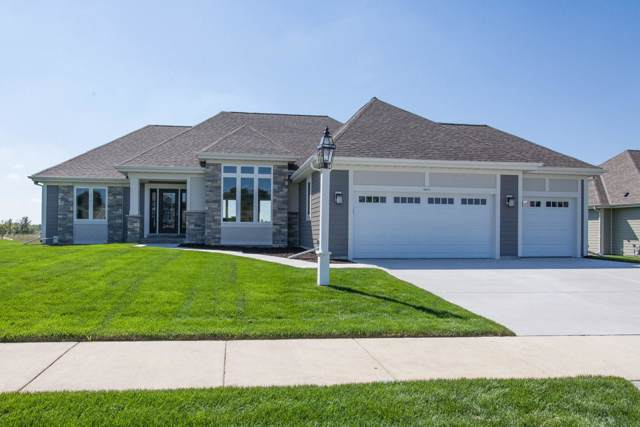 1411 White Deer Trl, Waukesha, WI 53189 (#1652087) :: Tom Didier Real Estate Team