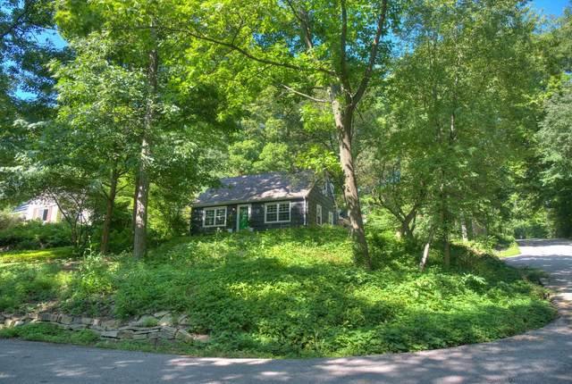 825 Post Rd, Brookfield, WI 53005 (#1702981) :: RE/MAX Service First Service First Pros