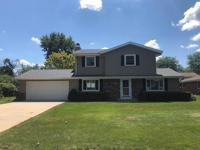 14965 W Kingsway Dr, New Berlin, WI 53151 (#1703037) :: RE/MAX Service First Service First Pros
